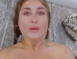 Bollywood Actress Kareena Kapoor Has Sex.