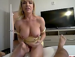 The best thing in mornings is a blowjob by my stepmom