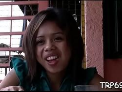 Thai cutie gets her cunt tunnelled