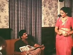 Mallu Maid Cleavage Show And Tempting Her Boss Hot video